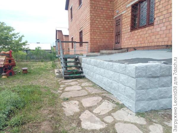 Один из этапов, отливаю камень и отделываю фасад дома.