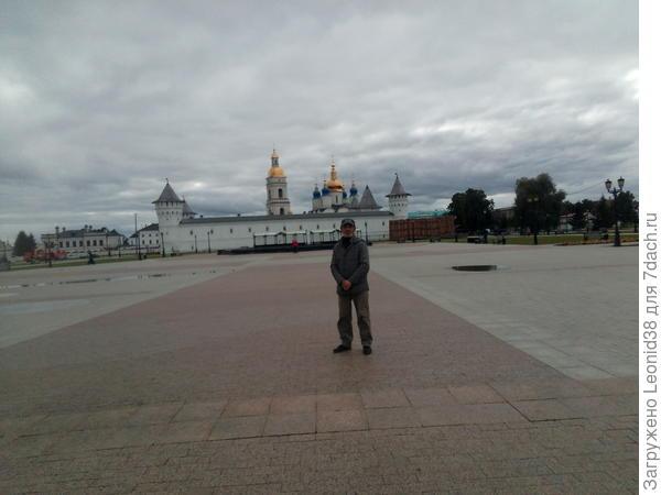 Походили по кремлю, я уже здесь был, в прошлом году, а супруга в первые.