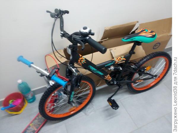 купили велосипед внуку, старый уже мал.
