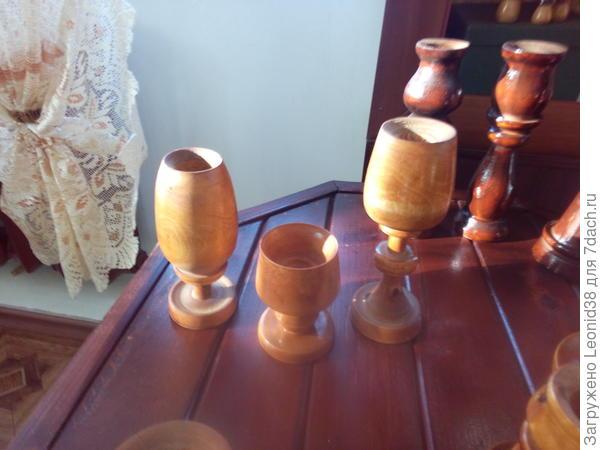 Первые два подсвечника в виде бокалов и рюмка для соли.