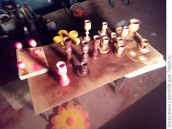 Покраска и сушка, красил пропитками тиком, каштаном и яйца и подсвечник гуашью. также покрасил цветы.