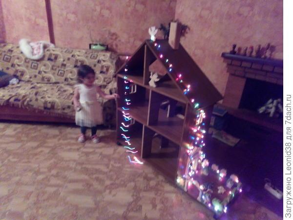 Внуча домик принимает