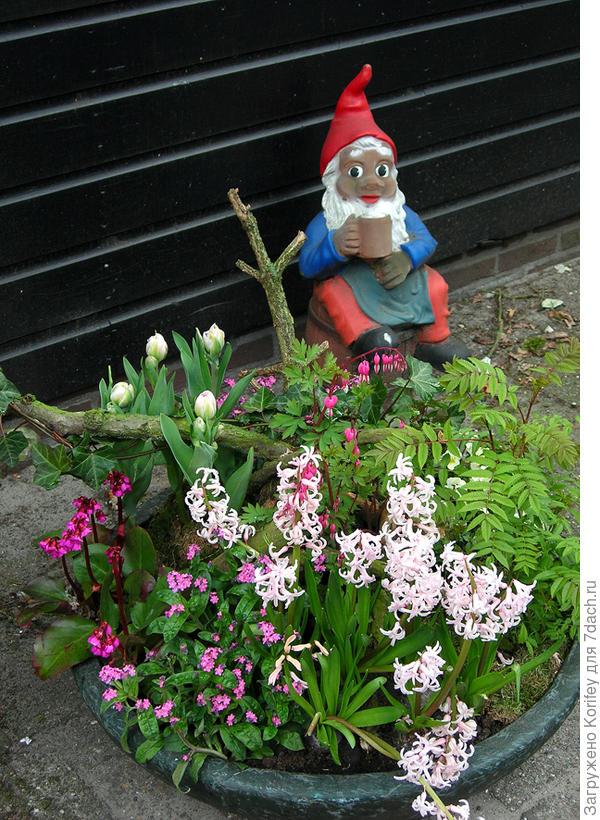 Достаточно простой вариант с садовым Гномом