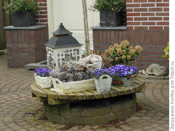Один из вариантов оформления дворика для не очень любящих садоводство