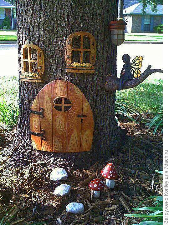 Вот как можно украсить обычное дерево на участке