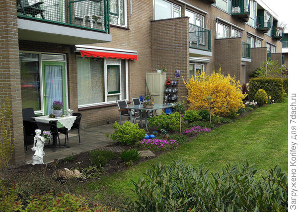 Голландцы любят заниматься садоводством если они проживают в многоэтажках. Это для них не эксклюзив, а нормальное состояние