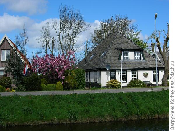 Типичная голландская деревня на севере страны