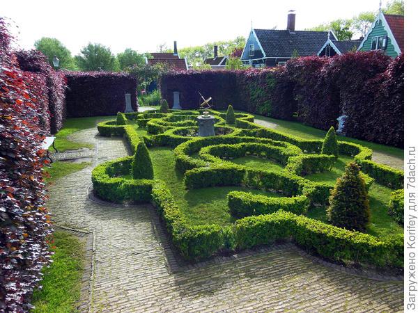 А это целый авторский минипарк в отдельно взятой голландской деревне ...