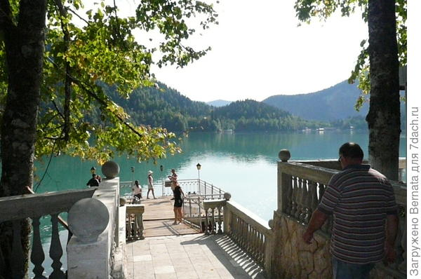 спуск к озеру