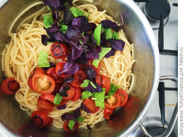 Паста с томатами черри и базиликом