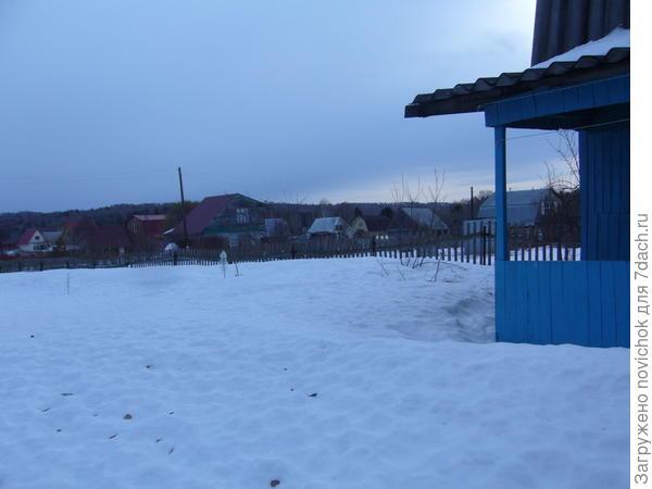 снег осел, но его еще много