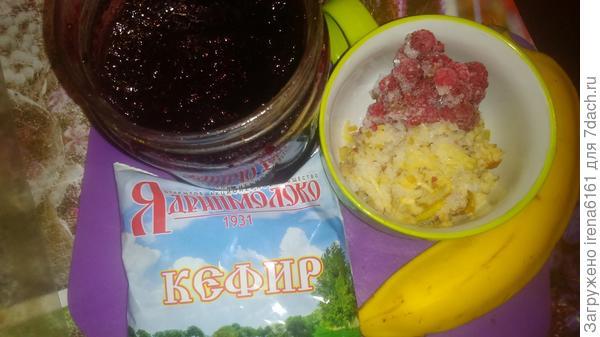 Кефирчик, банан, замороженные ягоды