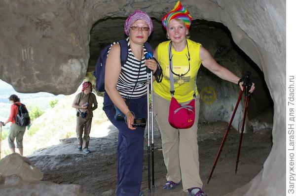 Исследуем пещерный город.