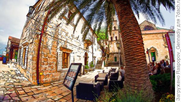 Уличное кафе у пальмы