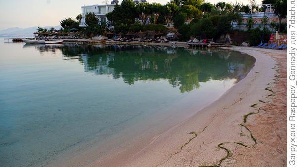 Пляжи в 7 утра еще пустые