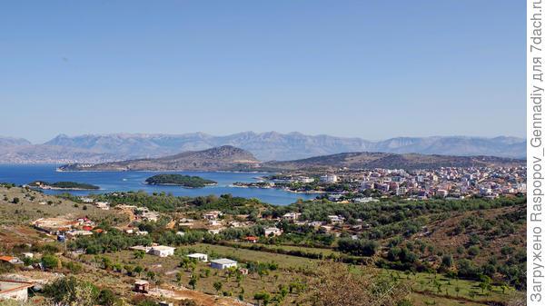 Вид на Ксамил с ближайших гор