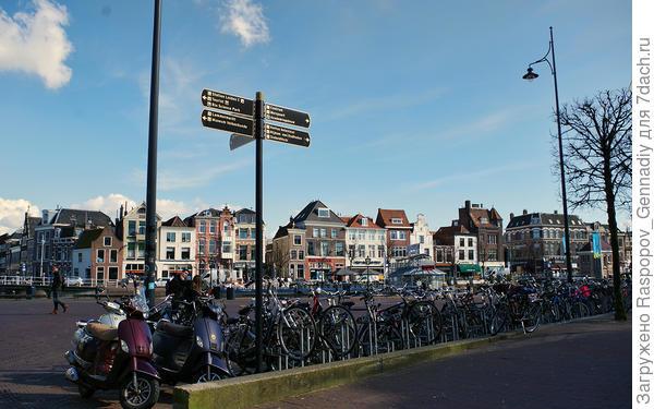 Старинные домики и современные велосипеды