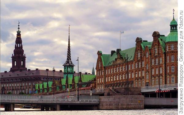 Но любоваться в Копенгагене надо стариной