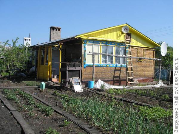 Сельский дом с усадьбой.