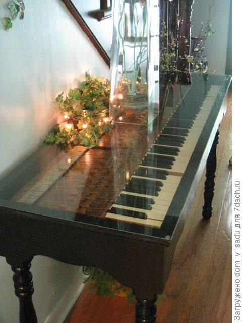 Стол из пианино