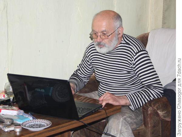 Виктор занимается своими сайтами