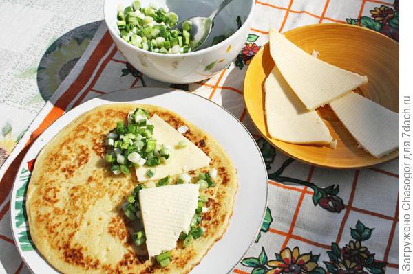 блины с луком и сыром