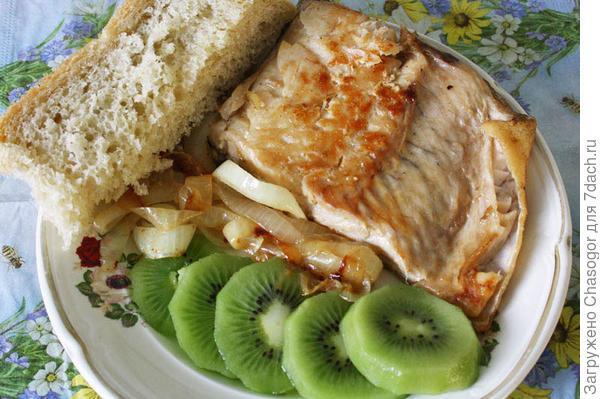 рыба с фруктами