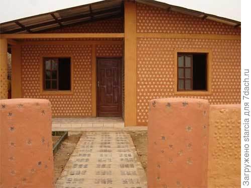Дом из пластиковых бутылок. Фото с сайта interesco.info