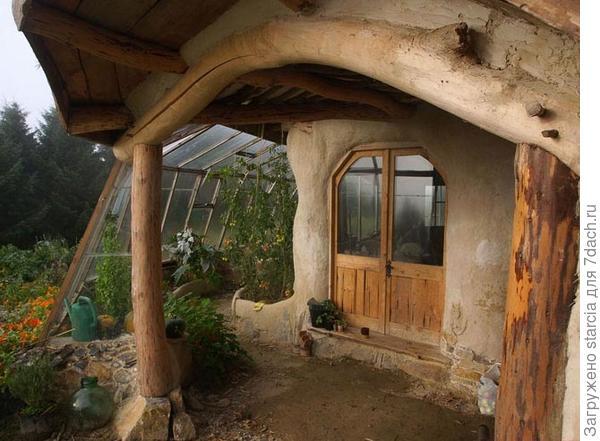Домик хоббита с теплицей. Фото с сайта webmandry.com