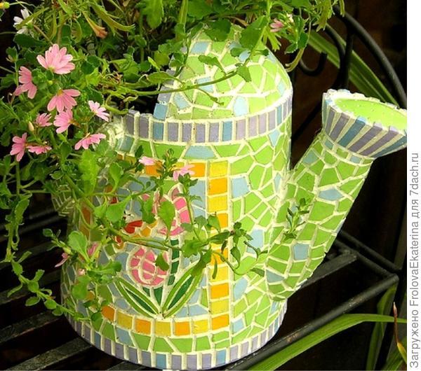 Мозаика из битой посуды. Фото с сайта transmog.net