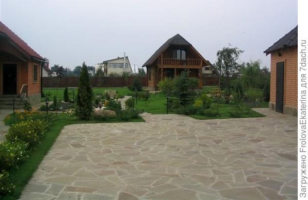 Стоянка с каменным покрытием. Фото с сайта italetta.ru