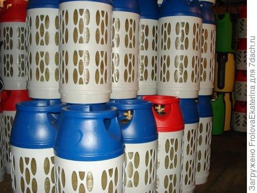 Хранение композитных газовых баллонов. Фото с сайта cs307713.vk.me