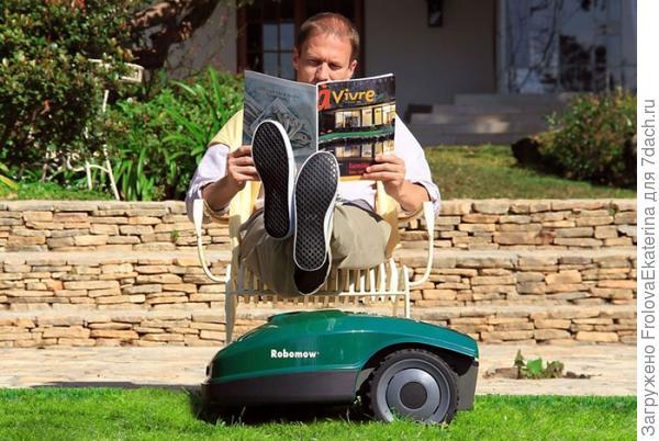 Робот-газонокосилка не требует особого внимания. Фото с сайта robotguru.hu