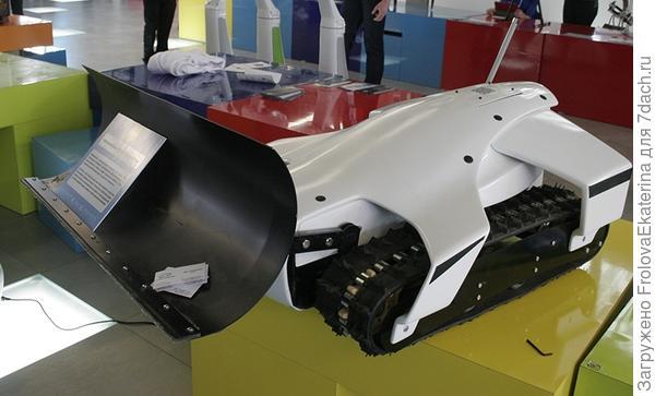 Робот-снегоуборщик. Фото с сайта defence.ru