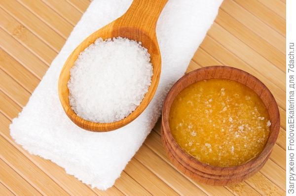 Медово-соляной скраб. Фото с сайта media.trusper.ne