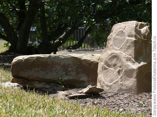 Акустическая система в виде камня. Фото с сайта modul18.ru
