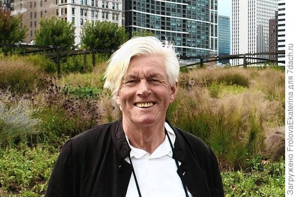 Пит Удольф на фоне своего сада. Фото с сайта ukrbio.com