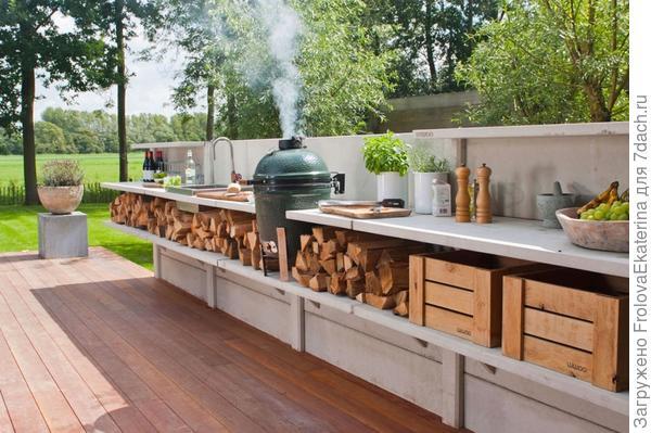 Кухня в саду. Фото с сайта discountmaxoderm.com