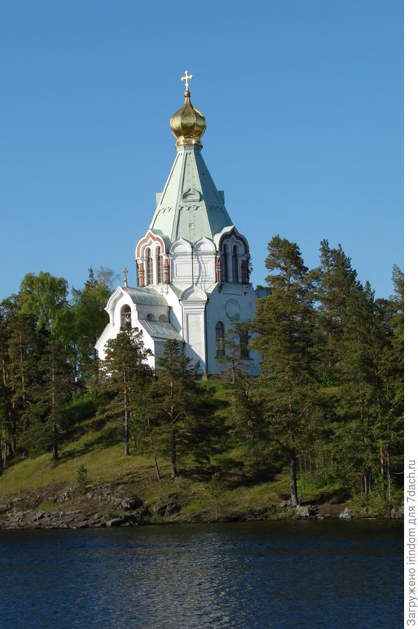 Никольский скит — включает церковь Николая Чудотворца (построена в 1853 году) и церковь Иоанна Дамаскина (построена в 1856 году). Архитектор А. М. Горностаев.