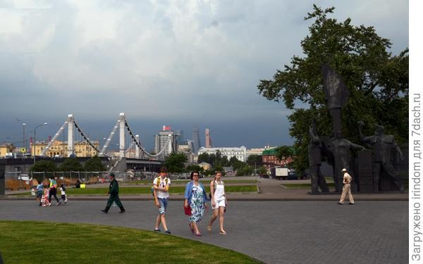 Мост обычно через реку, как не посмотреть ближе)))