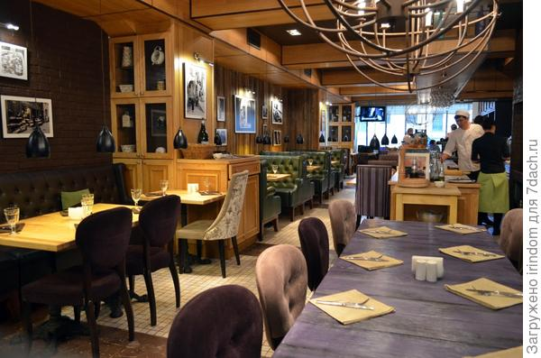 И ресторан Лимончелло встретил нас пустым залом