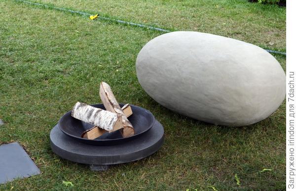 Интересно, это бутафорский камень?