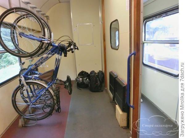 В поездах есть специальные вагоны для велосипедистов.