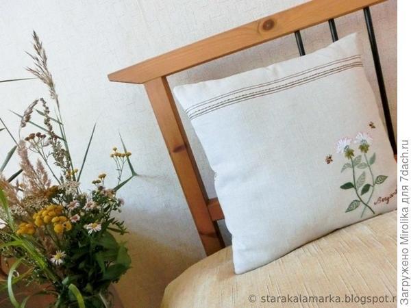 Еще одна подушка с японским дизайном сейчас служит моей спине в кресле-качалке