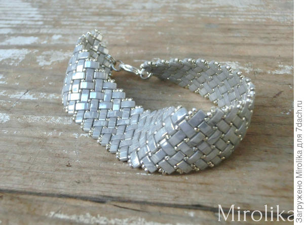 серый браслет из японского бисера