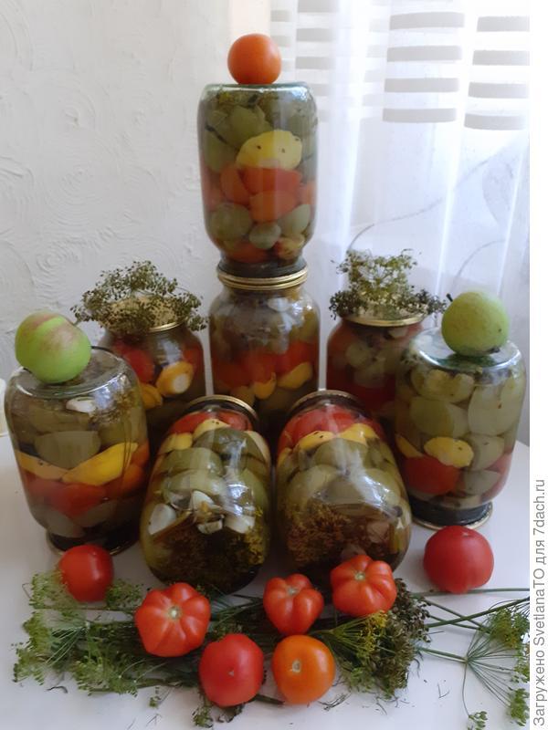 Овощное ассорти из патиссонов, зеленых и спелых помидоров с зеленью. Рецепт заготовки на зиму с фото