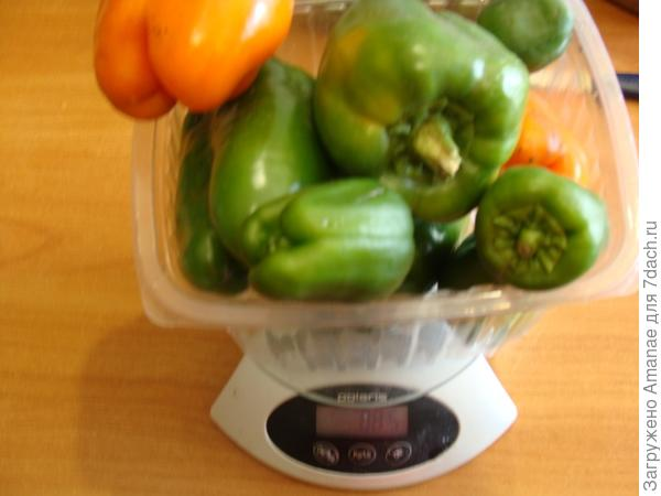 На первом кусту было 885 грамм перцев.