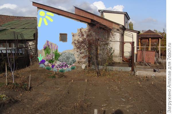 Клумба у курятника с возможным окрасом соседского строения
