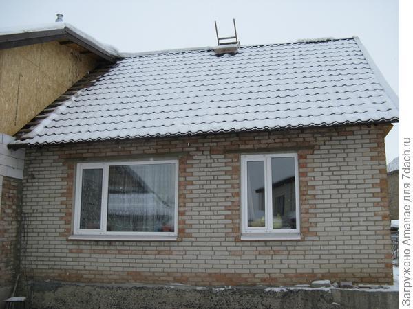 Снег съехал с крыши
