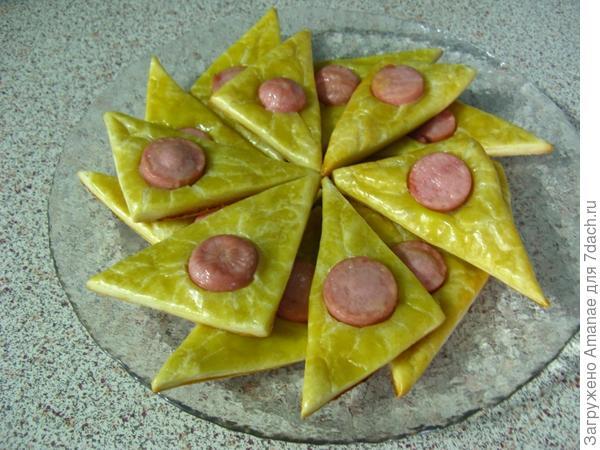 Кнопочки - закуска из слоеного теста и сосиски
